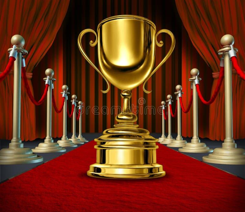 Cuvette d'or sur un tapis rouge avec des rideaux en velours illustration libre de droits