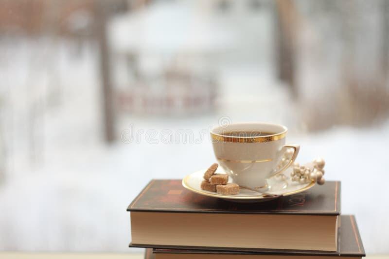 Download Cuvette de café photo stock. Image du livre, foncé, porcelaine - 8651778