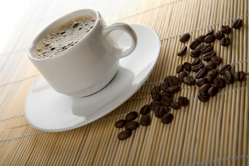 Download Cuvette de café photo stock. Image du caféine, fond, aromatique - 8660254