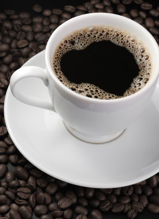 Cuvette de café avec de la mousse photo stock