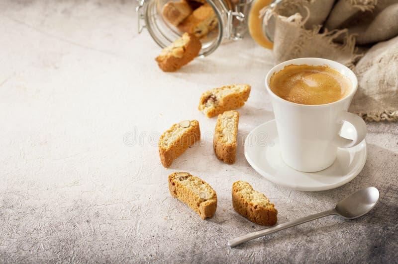Cuvette de café avec des biscuits image libre de droits