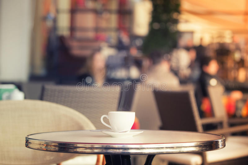 Cuvette de café blanche images stock