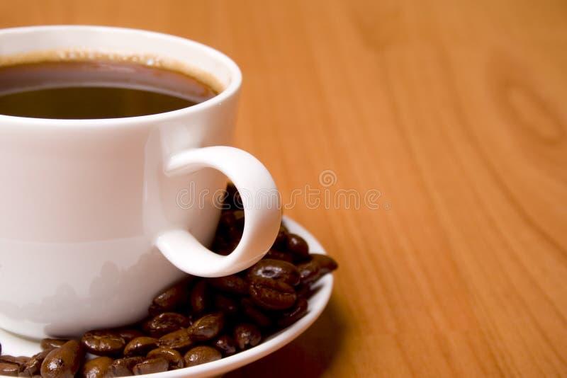 Download Cuvette de café d'haricots photo stock. Image du noir - 8663550