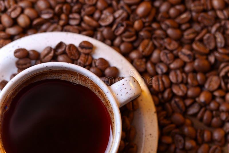 Cuvette de café noir images stock