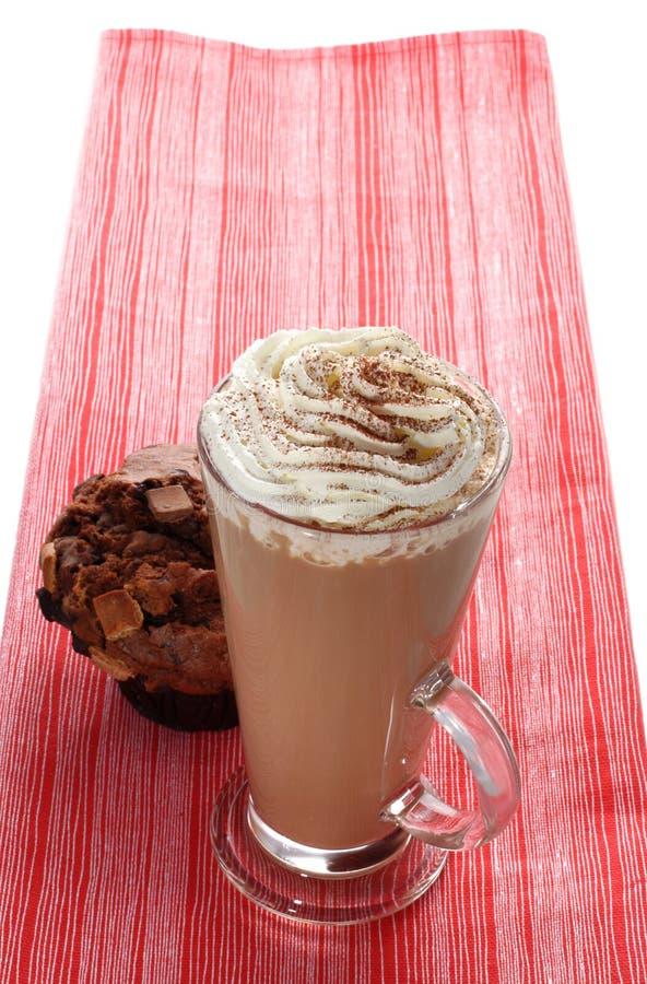 Cuvette de cappucino et de pain de latte de café image stock