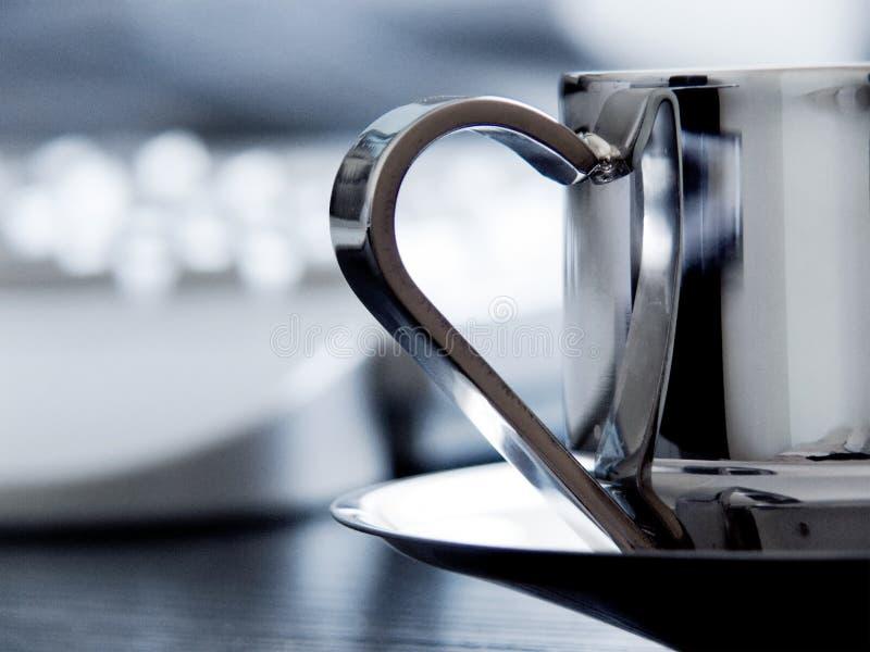 Cuvette de Coffe sur le bureau photo stock