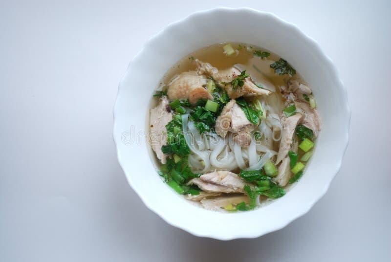 Cuvette de pho de poulet Pho GA Soupe de nouilles de riz photos stock