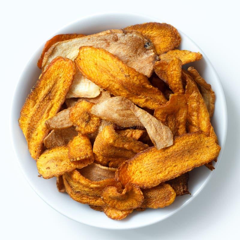 Cuvette de puces frites de carotte et de panais D'isolement dans en haut image stock
