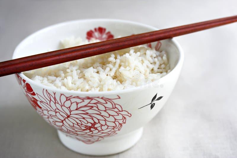 Cuvette de riz et de baguettes image stock