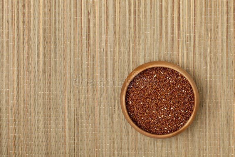 Cuvette de texture rouge de quinoa photos libres de droits