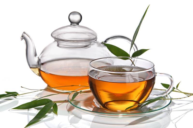 Cuvette de thé avec la théière photos stock