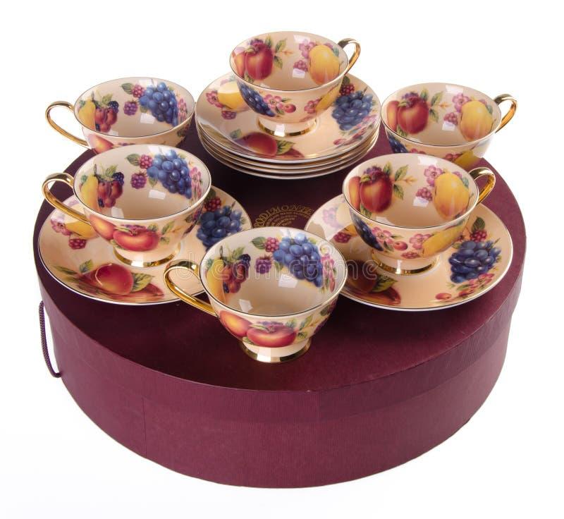 Cuvette de thé de céramique réglée sur le fond photo stock