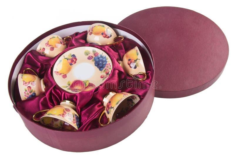 Cuvette de thé de céramique réglée sur le fond image stock
