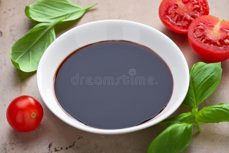 Cuvette de vinaigre balsamique photo libre de droits