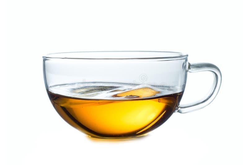 Cuvette en verre de thé noir D'isolement sur le blanc photos stock
