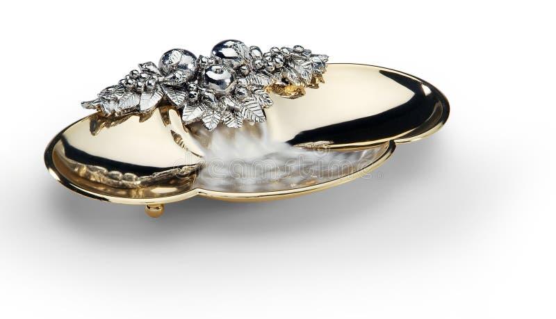 Cuvette ovale en acier et or décorés photos stock
