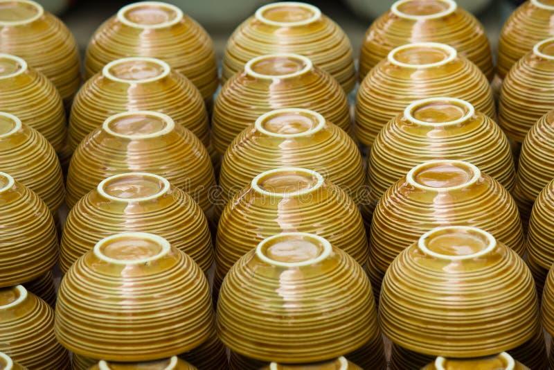 Cuvettes brunes de pile image libre de droits