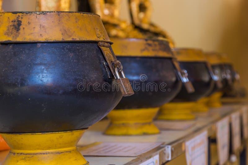 Cuvettes d'aumône de moine images libres de droits