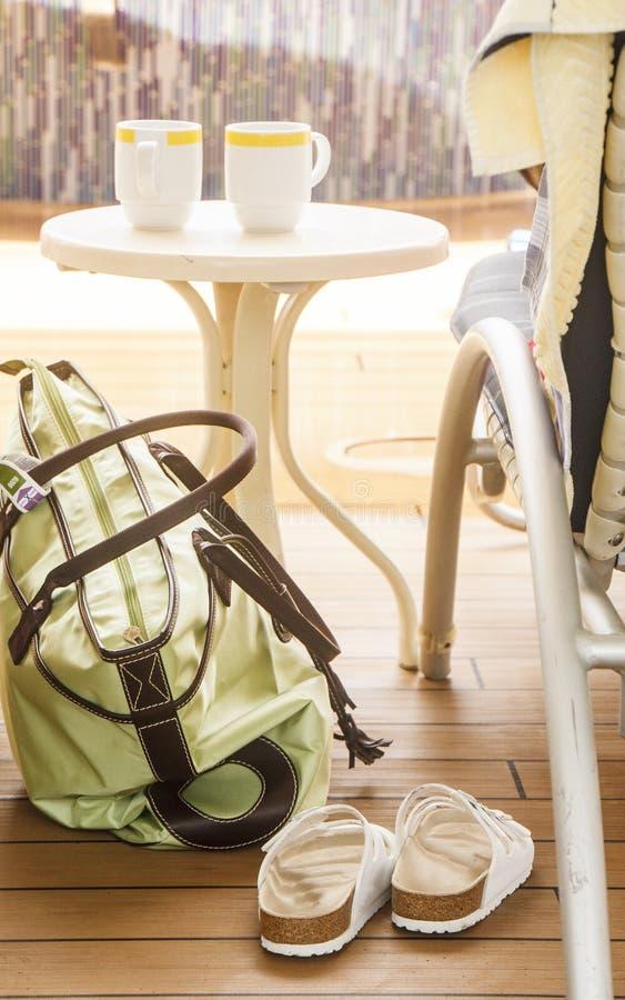 Cuvettes de sac et de café de chaussures photos libres de droits