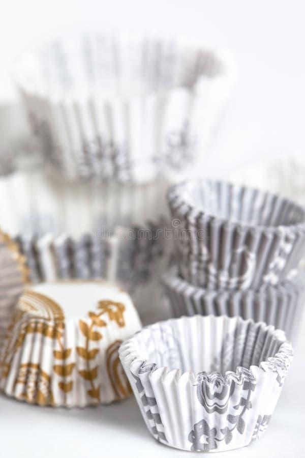 Cuvettes de traitement au four pour des gâteaux ou des pains photographie stock libre de droits