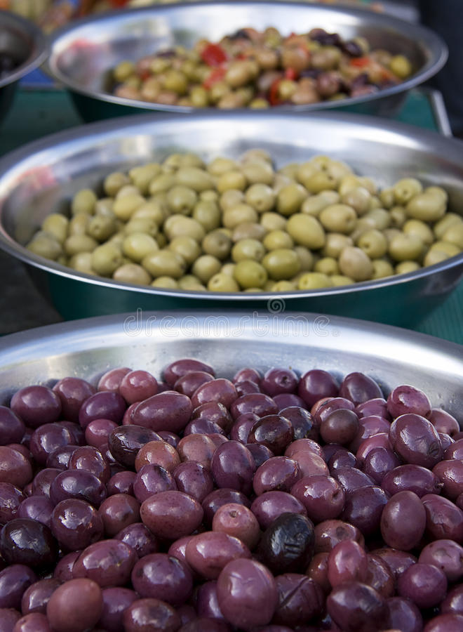 Cuvettes olives photographie stock