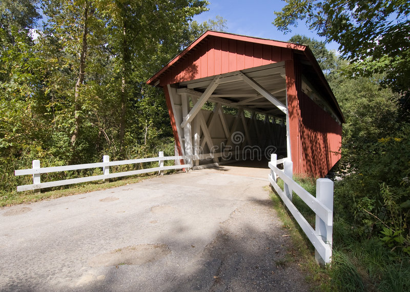 Cuyahoga abgedeckte Brücke lizenzfreie stockbilder
