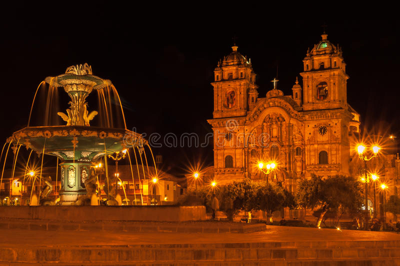 Cuzco dans la nuit image stock