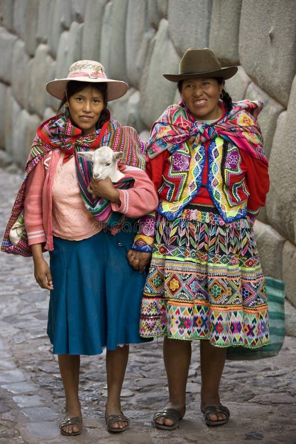 cuzco hatumrumiyoc局部秘鲁妇女 图库摄影