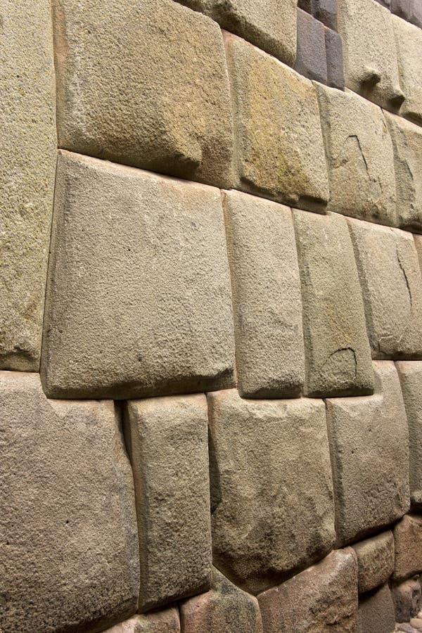 Cuzco - Peru - Hatumrumiyoc Incavägg royaltyfria bilder