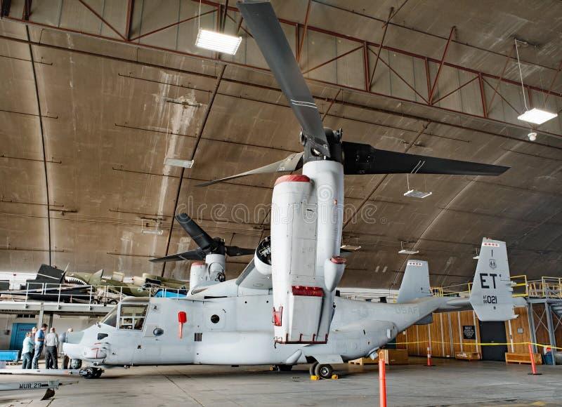 CV-22白鹭的羽毛旋转翼倾斜的航空器,侧视图 库存图片
