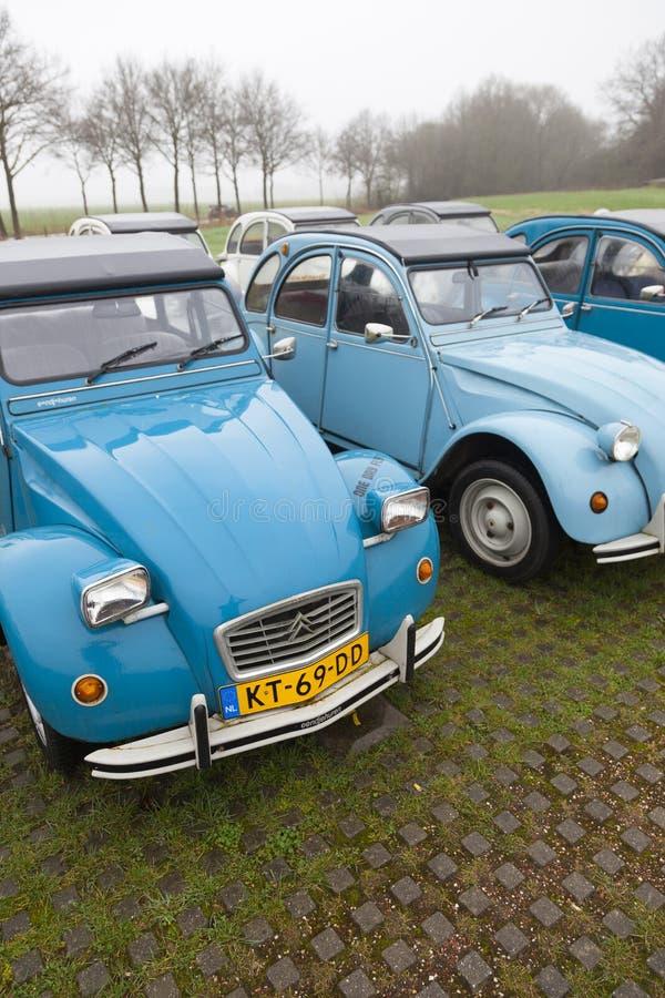 Cv d'annata blu di Citroen 2 delle automobili immagine stock