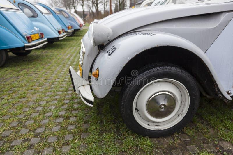 Cv d'annata variopinto di Citroen 2 delle automobili immagine stock libera da diritti