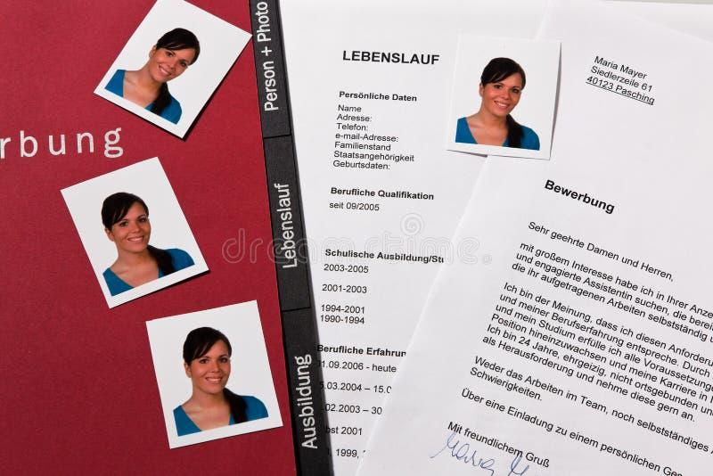 CV y carta de la aplicación en alemán fotos de archivo