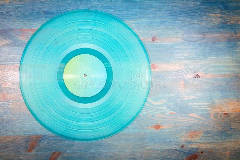 Cyan показатель винила на голубой деревянной предпосылке стоковое изображение