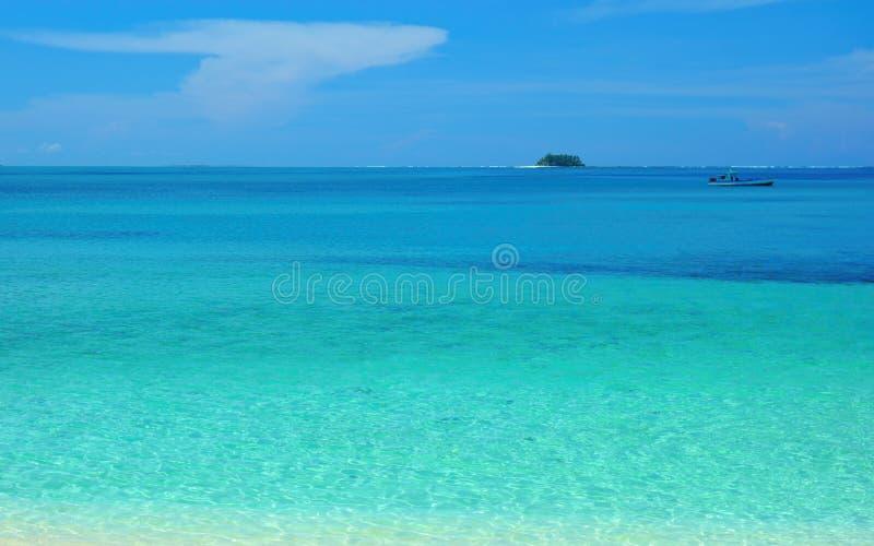 Cyan atoll royaltyfri fotografi