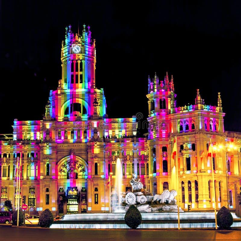 Cybele Palace bij het Plein DE Cibeles met lichte slepen van het verkeer bij nacht, Madrid, Spanje stock afbeeldingen