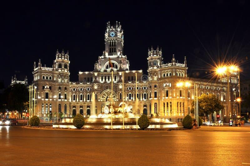 Cybele-Palast auf Cibeles-Quadratpiazza de Cibeles nachts, Madrid, Spanien stockbilder
