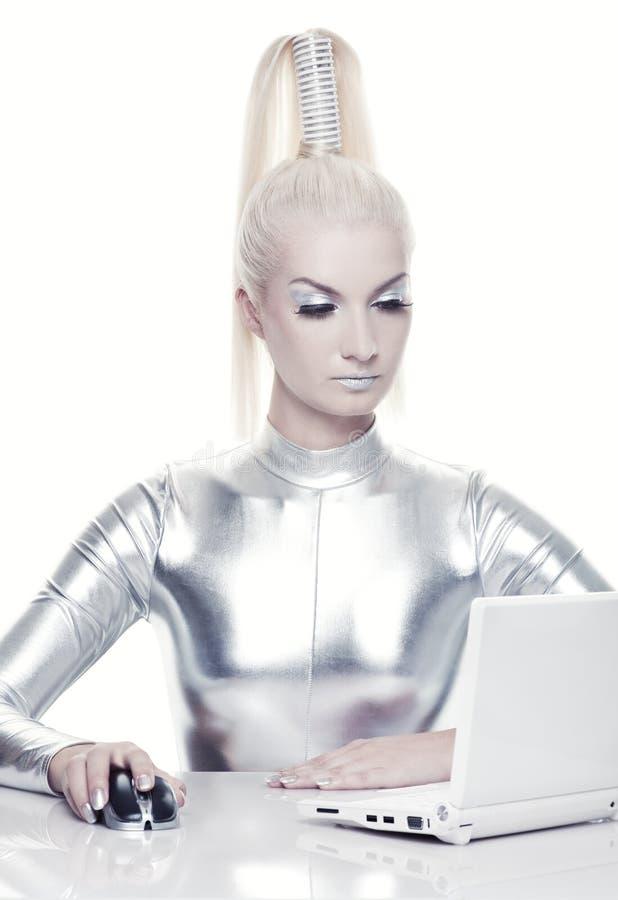 cyber henne bärbar datorkvinnaworking royaltyfri foto
