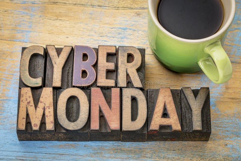 Cyber Montag in der hölzernen Art stockbild