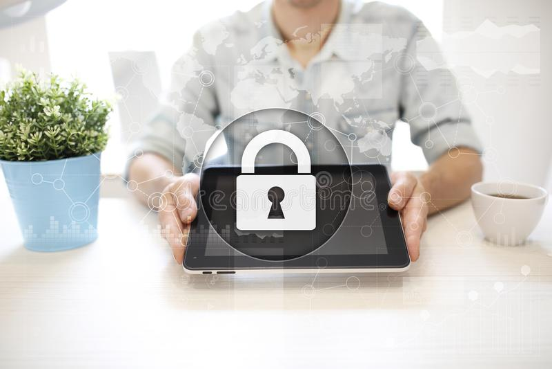 Cyber ochrona, dane ochrona, ewidencyjny bezpieczeństwo i utajnianie, internet technologia i biznesu pojęcie obraz royalty free
