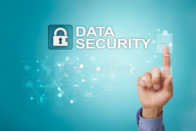 Cyber ochrona, dane ochrona, ewidencyjny bezpieczeństwo i utajnianie, internet technologia i biznesu pojęcie zdjęcie royalty free