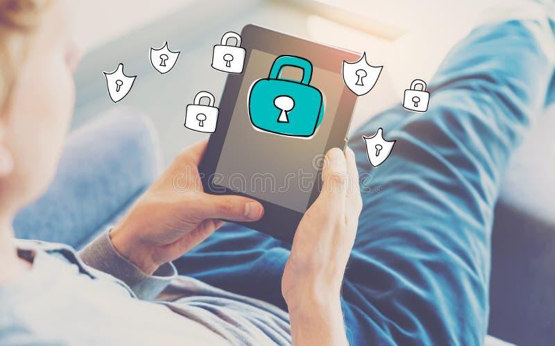 Cyber ochrona z mężczyzna używa pastylkę obraz royalty free