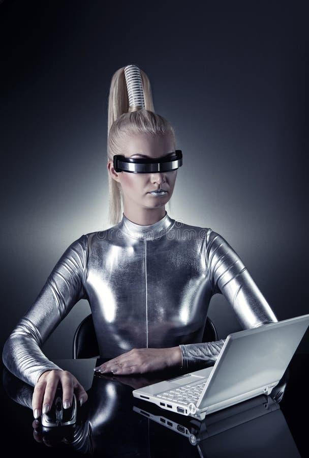 cyber son fonctionnement de femme d'ordinateur portatif photos stock
