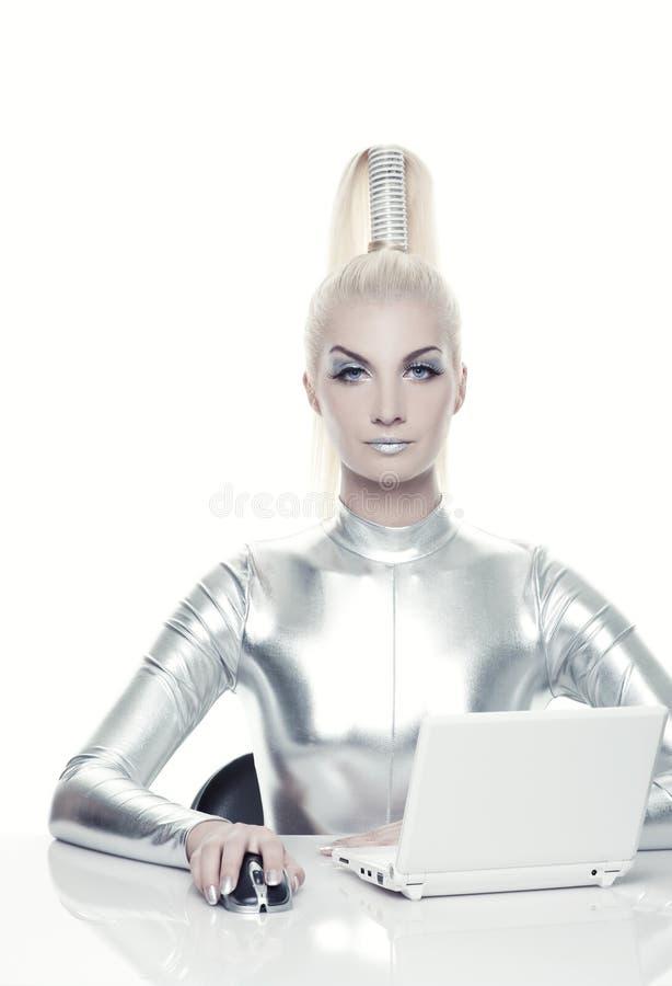 cyber son fonctionnement de femme d'ordinateur portatif image stock