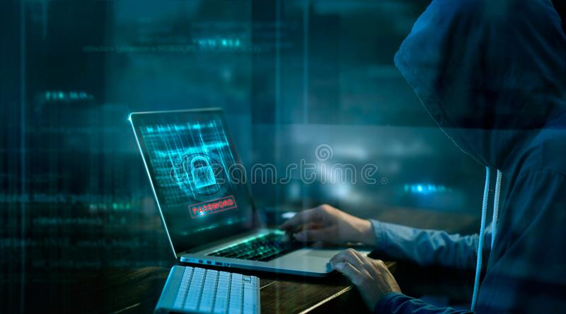Cyberangriff oder Computerkriminalität, die Passwort zerhackt lizenzfreies stockfoto