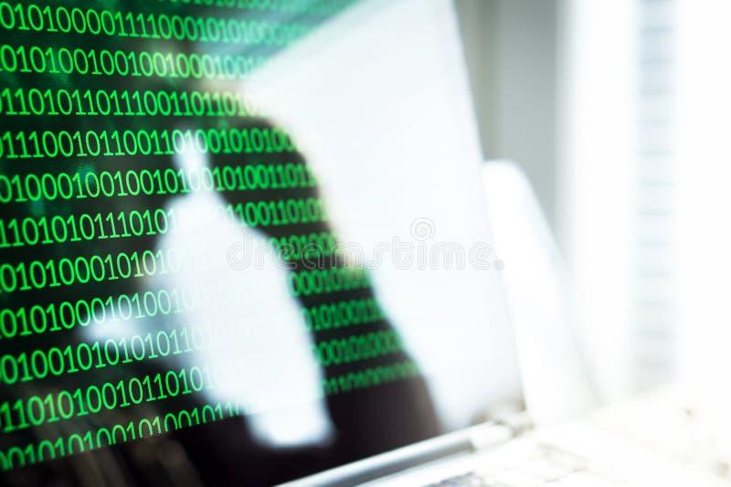 Cyberbullismo, frode online o concetto del virus informatico fotografia stock libera da diritti