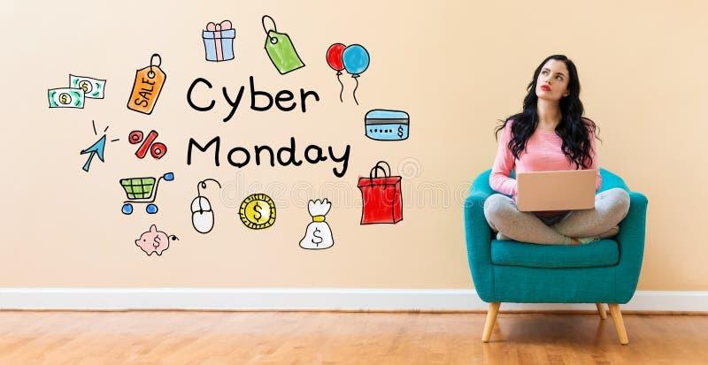 Cybermaandag met vrouw die laptop met behulp van royalty-vrije stock afbeeldingen