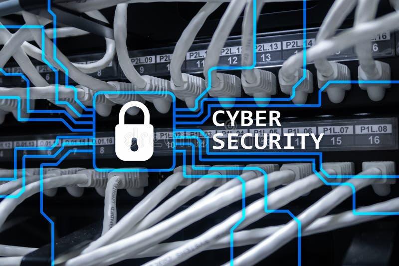 Cybersäkerhet, informationsavskildhet och begreppet för dataskydd på serveren hyr rum bakgrund royaltyfri fotografi
