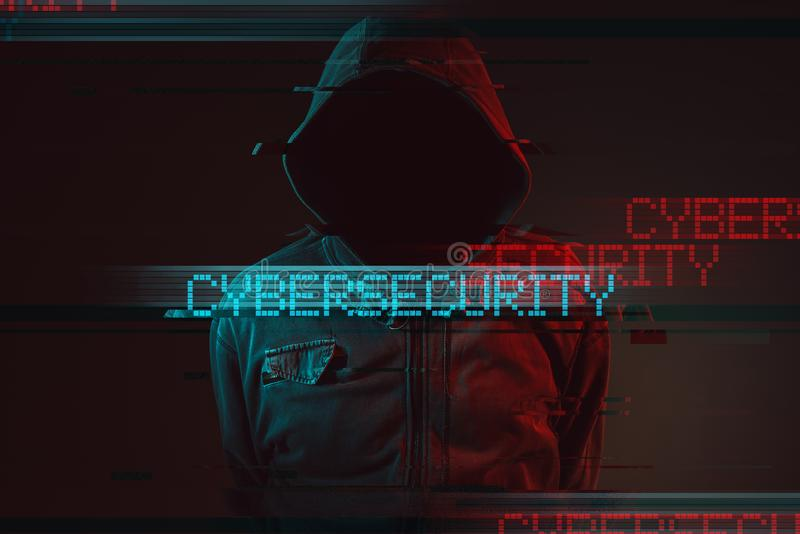 Cybersecurity-Konzept mit gesichtsloser mit Kapuze männlicher Person stockbild