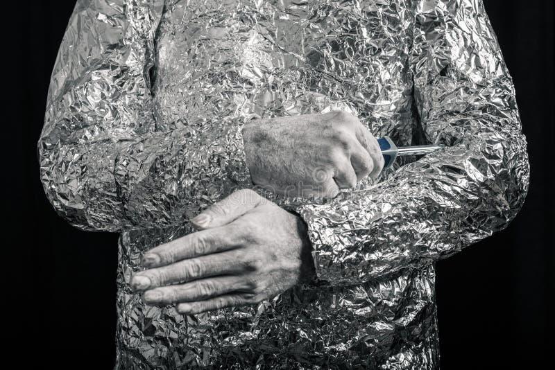 Cyborg con destornillador foto de archivo